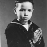Nen vestit de comunió.Foto: Àngel Parareda, 1961