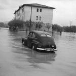 Cotxe. Postal Font estanco Vic, 1962